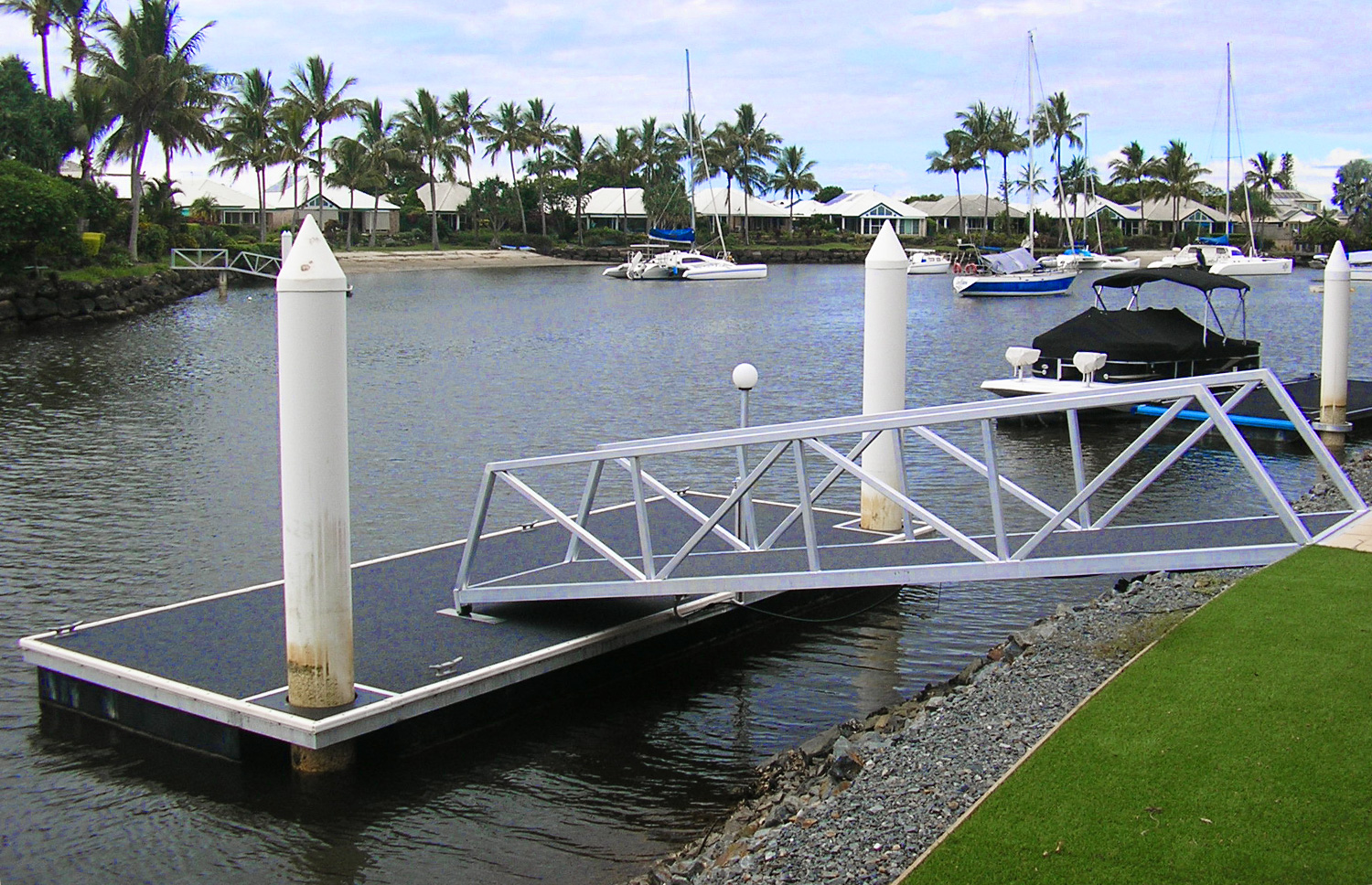 Pontoon vs Jetty – What's the Difference
